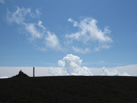 入道雲が沸き立つ