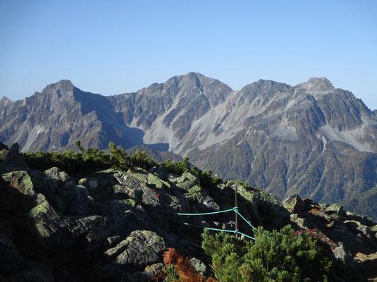 中央の奥穂高岳はやはりカッコいい これも登ったことないけれど…