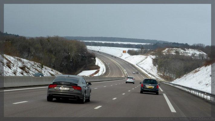 Schnee unterwegs, Straßen sind frei