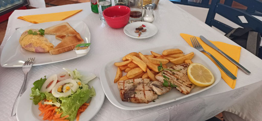 Unsere erste Mahlzeit: Omelett & Grillfisch