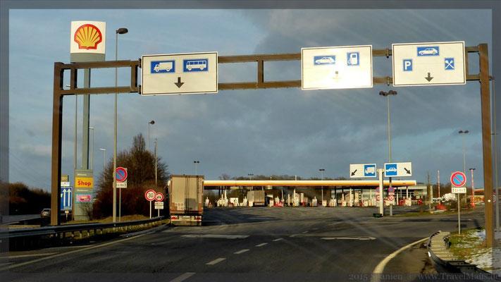 Zufahrt Tanken in Luxemburg auf der AB