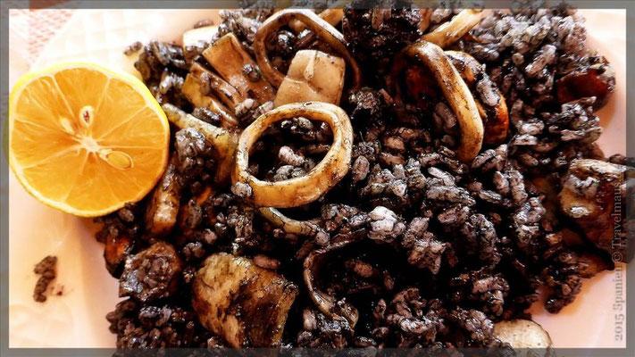 2. Vorspeise Arroz Negro (schwarzer Reis mit Tintenfischringen)