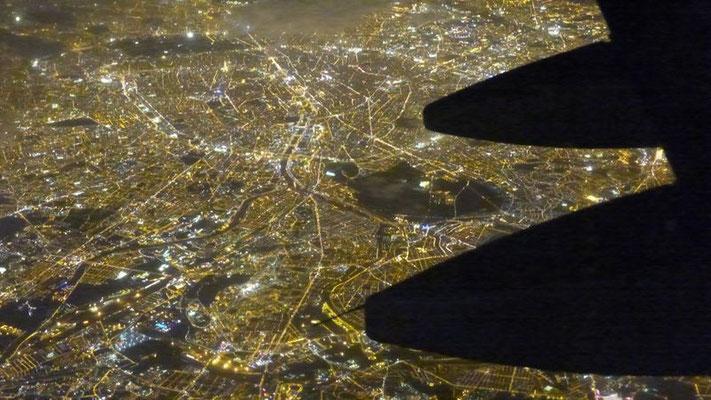 Flug über Paris