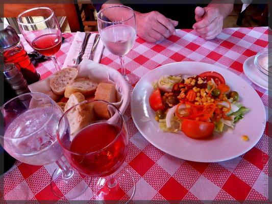 Vorspeisen und Wein- eine ideale Nahrung für Mäuse