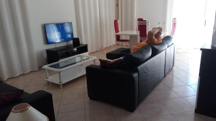 Unser Apartment: Wohnraum... (mehr später)