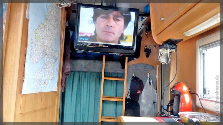 ...unser TV-Raum; links unser Bad, im Hintergrund ein Schlafraum und unser Tages-Vorratsraum.