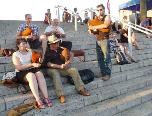 élèves du COMDT - prestation de rue fête de la musique