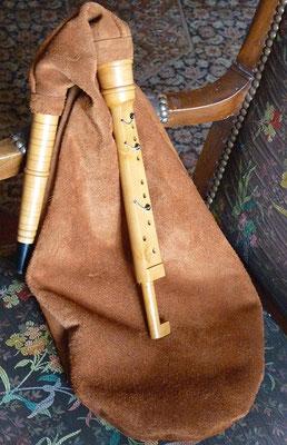 Dominic Allan a fabriqué quelques exemplaires de ces instruments, dont le bruniéir était équipé d'un réglage à coulisse particulier