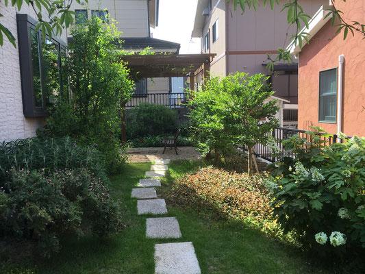 I邸お庭のリフォームから3年たった写真