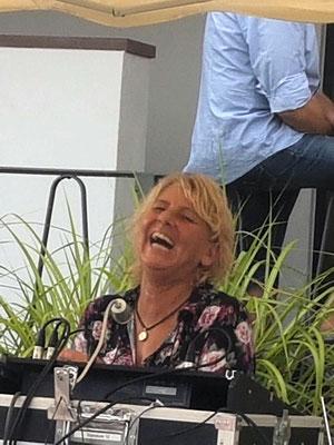 Sabine beim Zommekumme mit Susa in Erlenbach