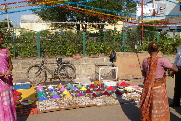 Les poudres de couleurs que les indiens utilisent pour la fête Holi
