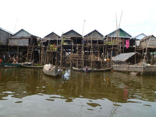 Village flottant sur le lac Tonlé Sap