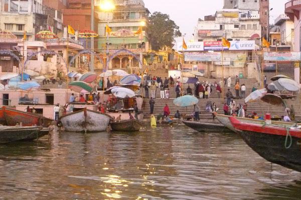 Les Gaths de Bénares le long du Gange