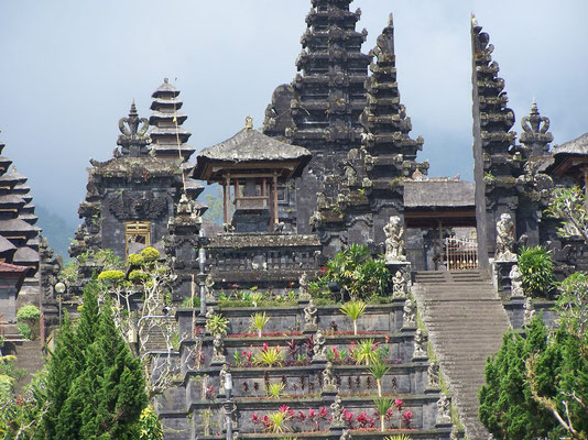 Le temple de Besakih à Bali