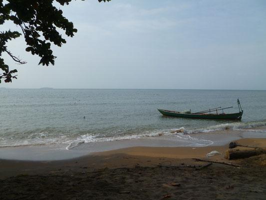 L'île aux Lapins, tranquillité et baignade face à la ville de Kep