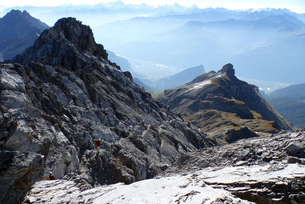 Tiefblick vom Gipfel - Pointe de Chemo, 2624 M