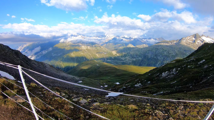 Blick von der Tällilücke zu den Berner Alpen