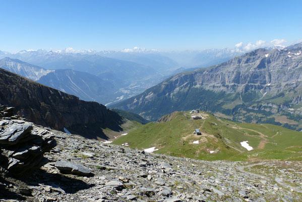 Abstieg über den Gratrücken und die Alpe