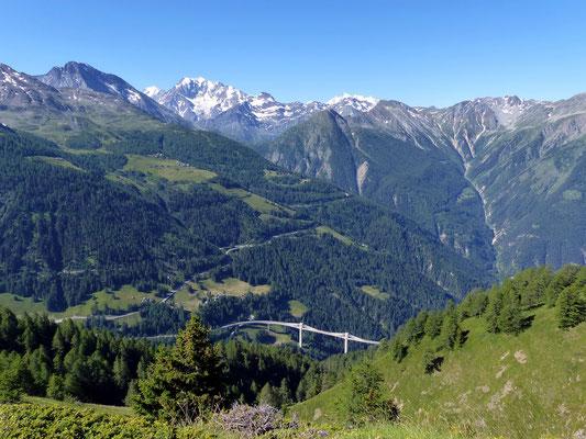 Blick gen Süd - Weissmiesgruppe - unten die Simplon-Passstrasse