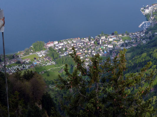 Gipfel-Tiefblick nach Vitznau