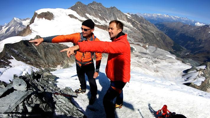 Am Allalinhorn-Gipfel - im Hintergrund die Mischabelgruppe