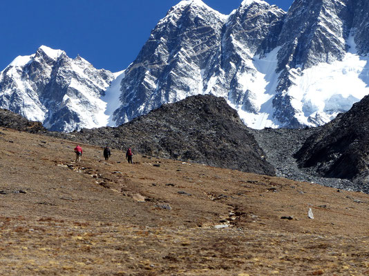 Chukhung Ri vor Nuptse-Südwand