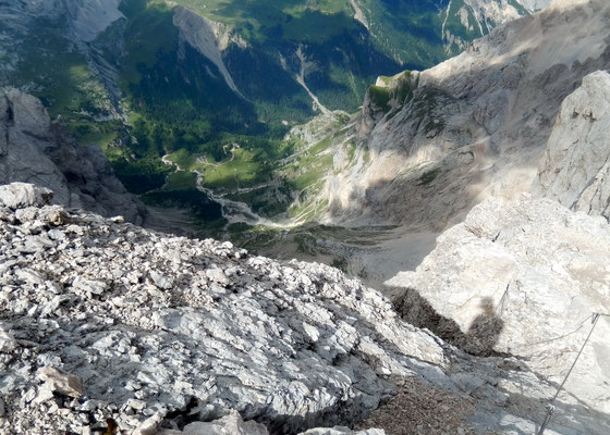 Abstieg - Tal-Tiefblick gen Nord