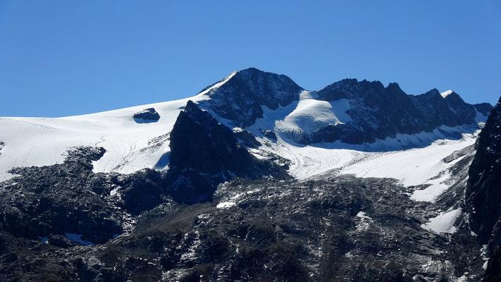Gipfelblick: Piz Medel - 3210 M