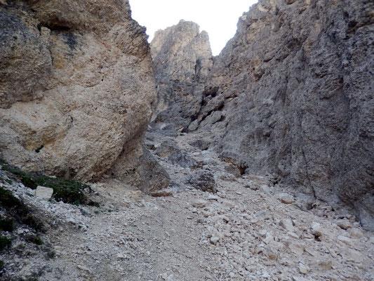 Steile Geröllrinne
