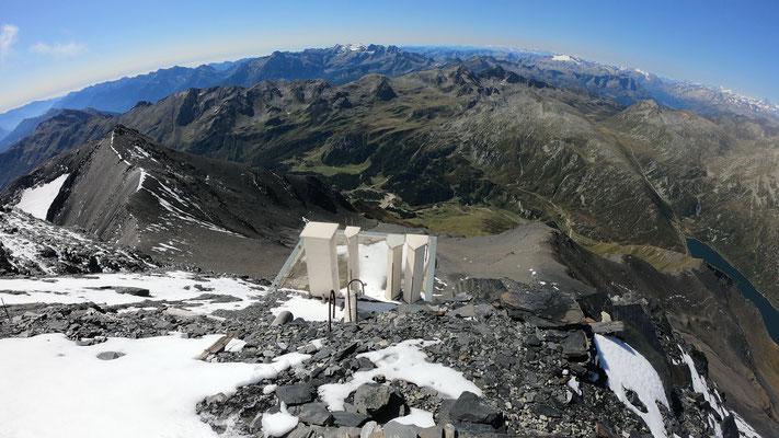Gipfelblick nach SW - rechts der Westgrat