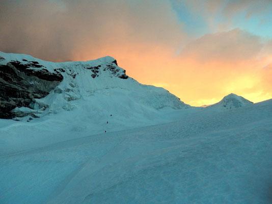 Sonnenaufgang - Erster Blick auf den Gipfel