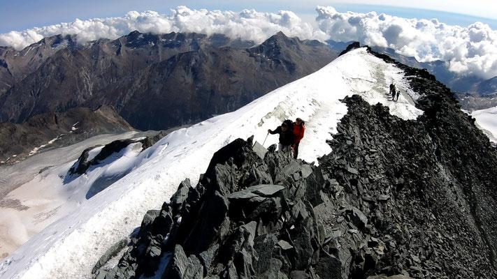 Gipfelblick auf den Gipfelgrat