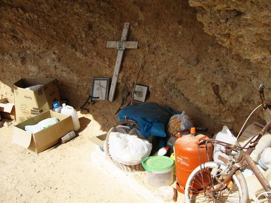 Motiv 7 - Vor dem Höhleneingang