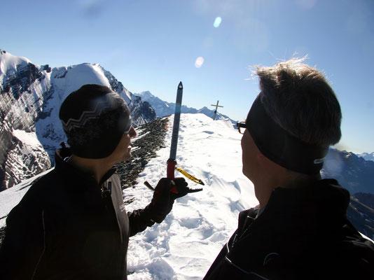 Auf dem schmalen Gipfelgrat