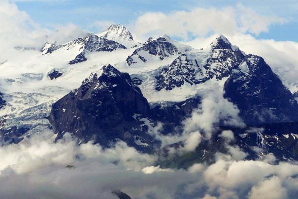 Tomlishorn-Gipfelblick in die Berner Alpen