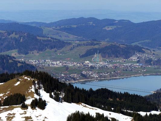 Blick vom Gross Aubrig-Gipfel auf Einsiedeln