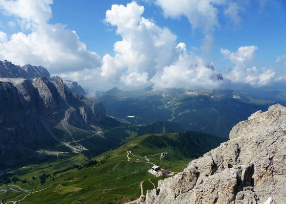 Gipfelblick - Im Wolkenmeer verborgener Langkofel