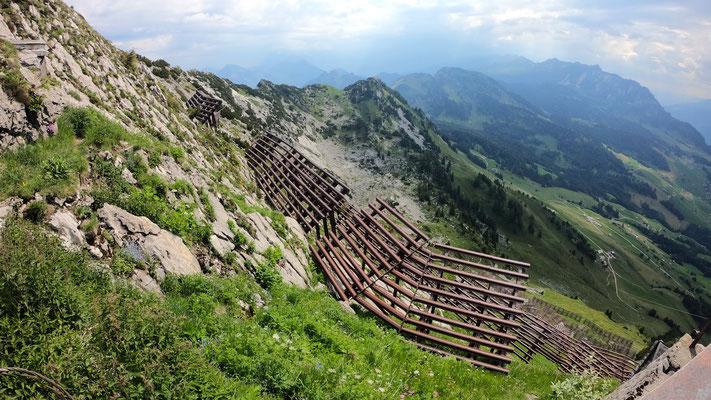Gipfelbereich - Blick gen SO