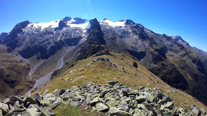 Gipfelblick: Medelsergruppe
