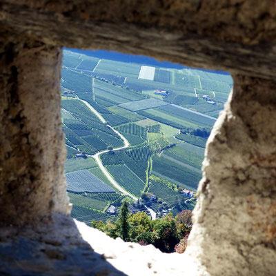 Blick durch die Außenmauer