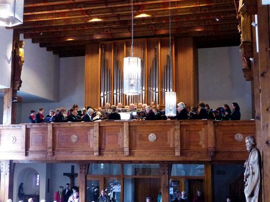 Empore mit Kirchenchören und Jemlich-Orgel