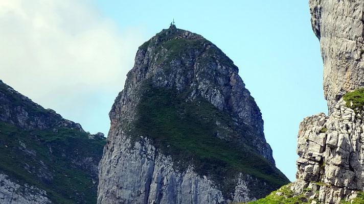 Gipfelblick: Zuestoll - 2235 M
