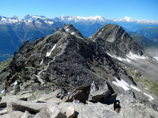 Gipfelblick zur Eggishorn-Bergstation und zum Bettmerhorn, 2858 M