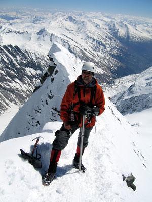 Sichern am Gipfelgrat