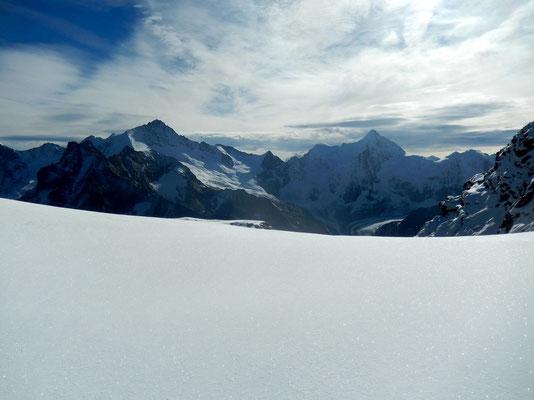 Auf dem Gipfelplateau - Blick nach Ost - Zinalrothorn - Obergabelhorn