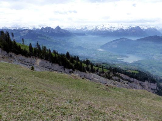 Gipfelblick in die Bergsturz-Abrisskante