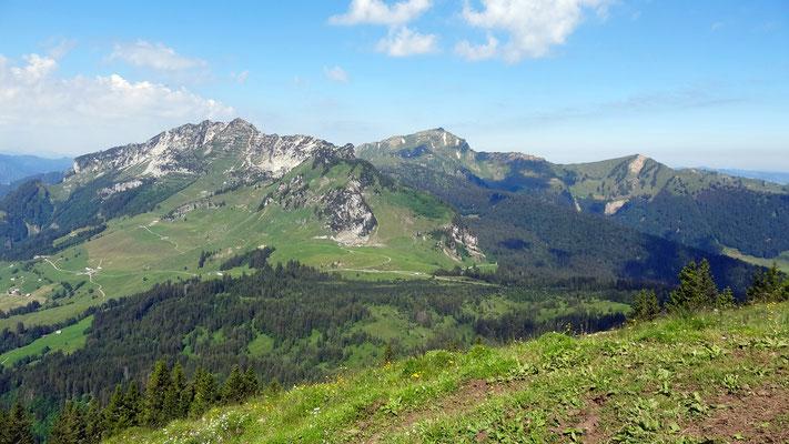 Gipfelblick: Mattstock und Speer