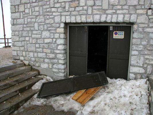 Vandalismus - Herausgerissene Tür