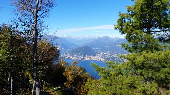 Blick von der Bergstation auf Verbania