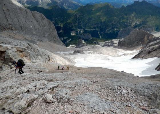 Abstieg - Wand-Tiefblick gen Nord